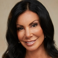 You're either gonna love me or hate me. There is no in between with me. - Danielle Staub